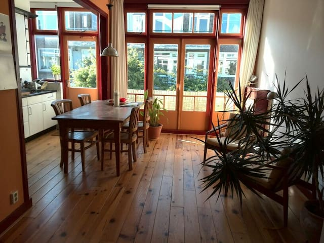 Bright apartment near center & sea - Den Haag - Lejlighed
