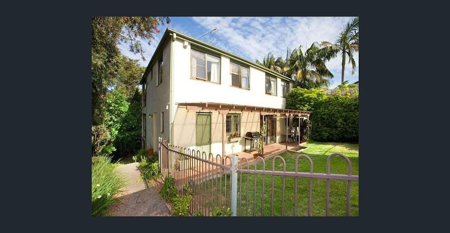 Lower North Shore Double Storey Home - Naremburn - Casa