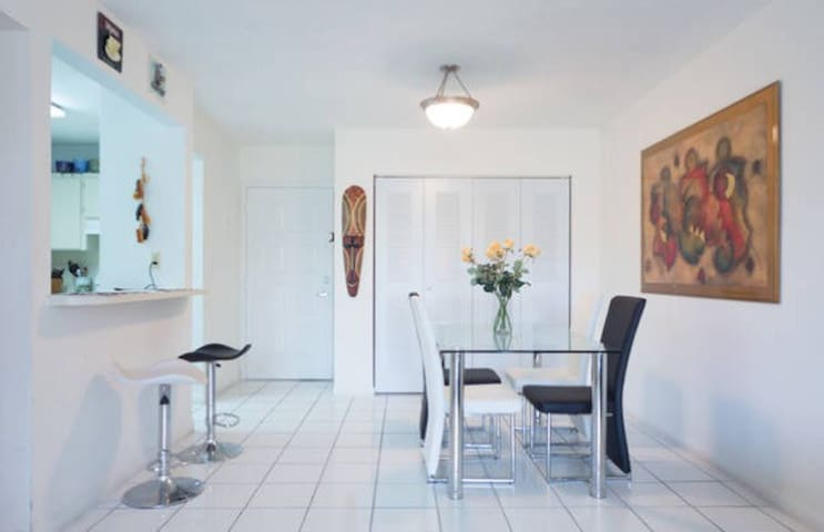 Room: close to Dolphin Mall & MIAMI Airport. - Miami - Appartement