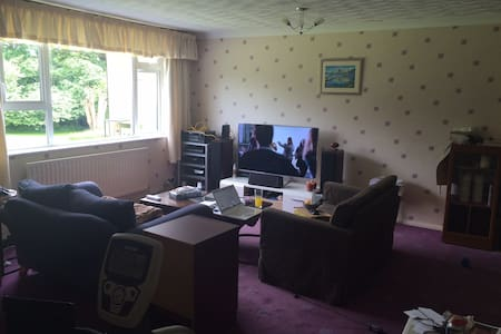 Large two double bedroom maisonette 110sq/m - Addlestone