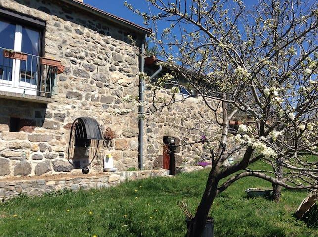 gîte Victoire en haute Ardèche - Saint-Alban-en-Montagne - Casa