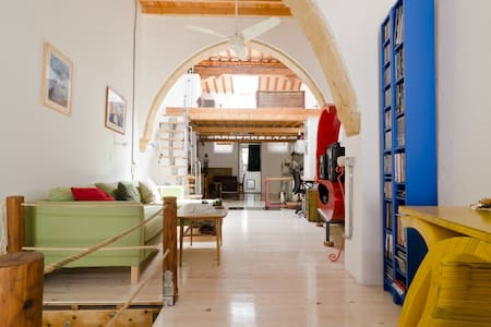 renovated house in old town Nicosia - Nicòsia
