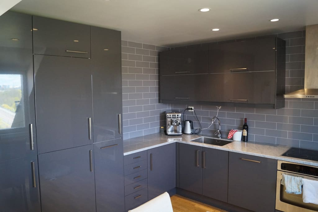 The modern, fully equipt kitchen.