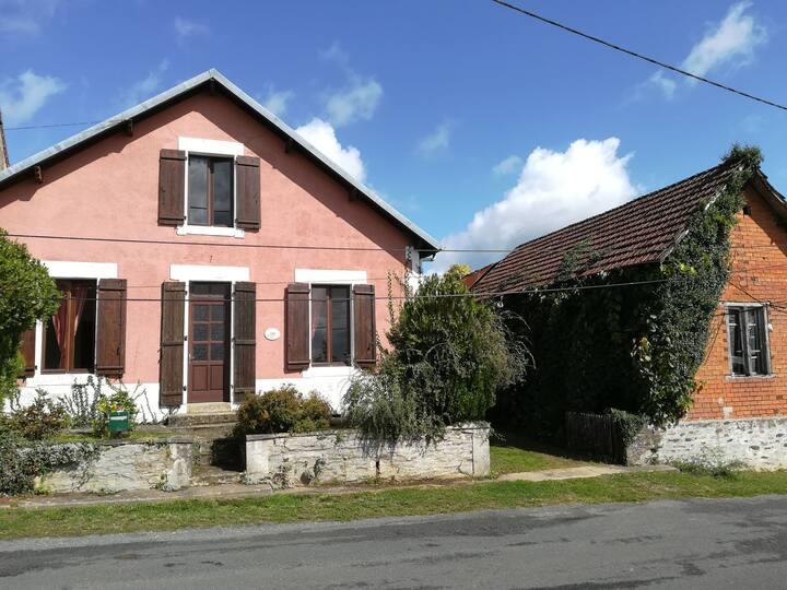 Spacious, family village house, Northern Dordogne