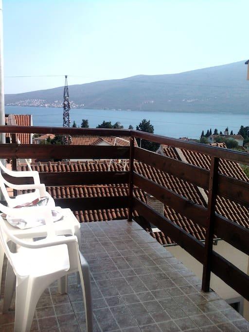 балкон, вид на море