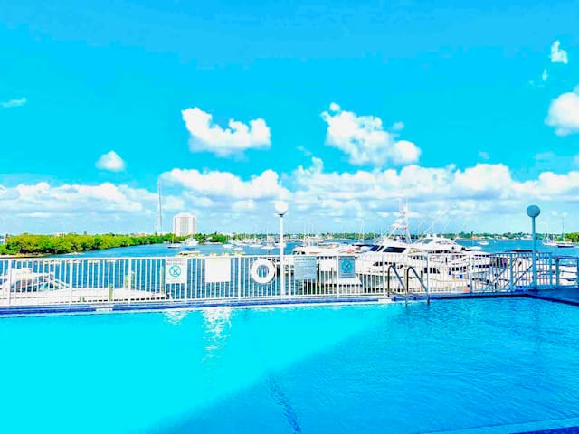SOUTH BEACH & DOWNTOWN! OCEAN VIEW! LUXURY SUITE!