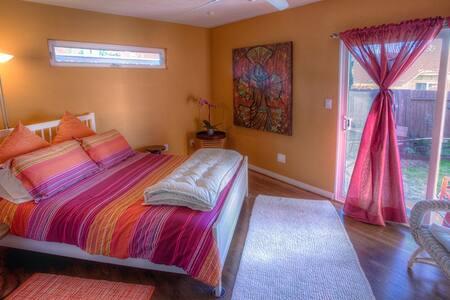 GREAT Location & LOW LOW Prices! - San Diego - Casa de huéspedes