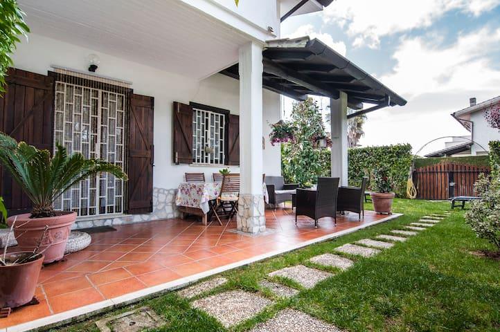 Villa Moderna Con Giardino - Sabaudia