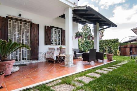 Villa Moderna Con Giardino - Sabaudia - Rumah