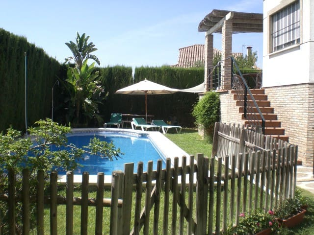 LUXURY HOUSE WITH SWIMMING POOL - Almensilla - Faház