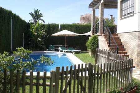 LUXURY HOUSE WITH SWIMMING POOL - Almensilla - Bungalo