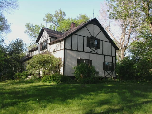 4BR Home on 5 Acres Omaha suburb! - Bennington - Casa