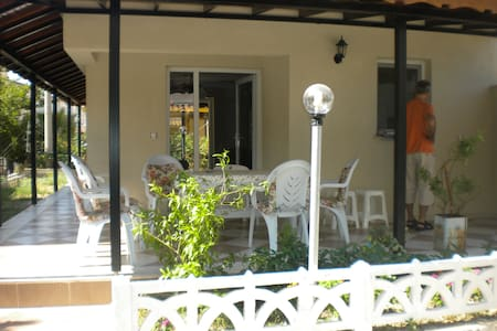 Maison en bord de mer à Kusadasi - Güzelçamlı - บ้าน
