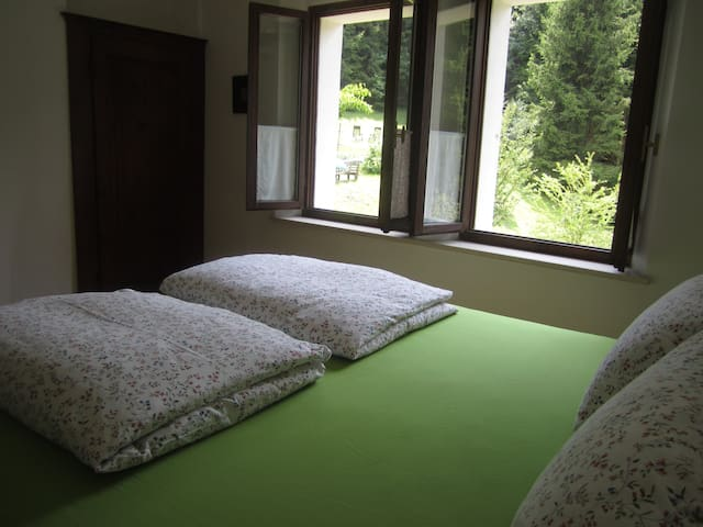 Quiet, modern room in the forest - Cesiomaggiore