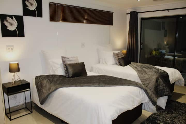 3 on Eves Guesthouse - Executive Suite 2