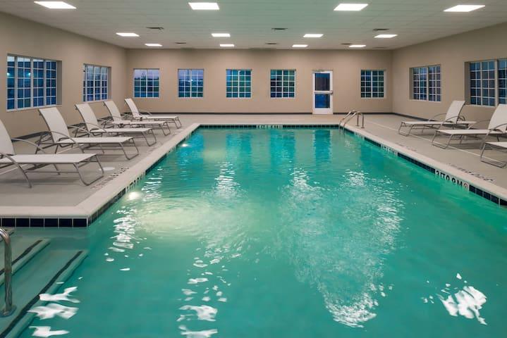 Free Breakfast. Pool. Gym. Near Maxey Park Zoo!