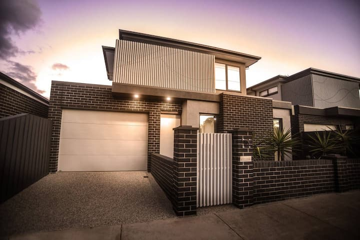 Geelong West Townhouse perfection for up to 4