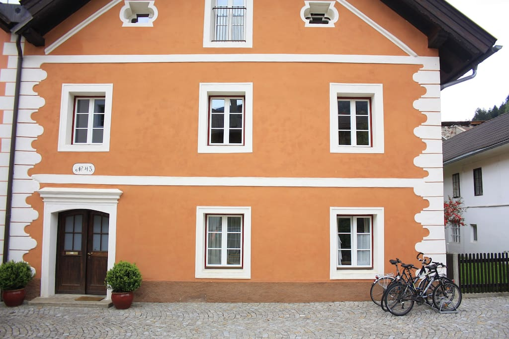 Barocke Fassade mit altem Kern