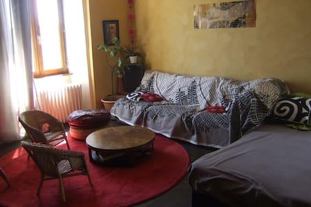 Maison dans village de caractère - Chalencon
