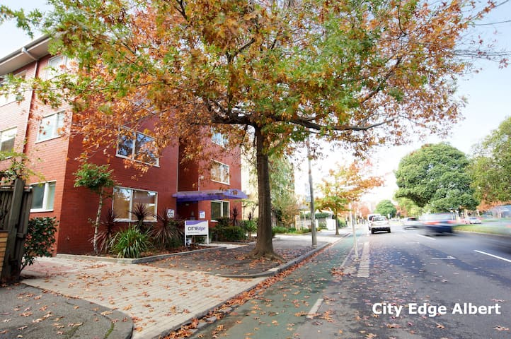 City Edge East Melbourne 1B#4