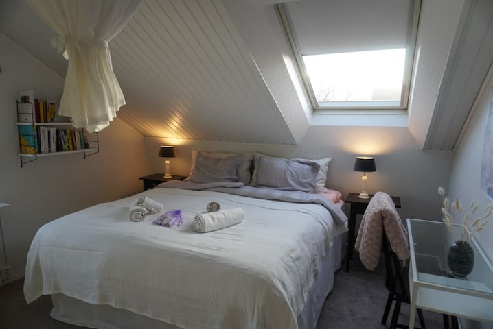 Bright & beautiful ROOM near City Centre&Liseberg