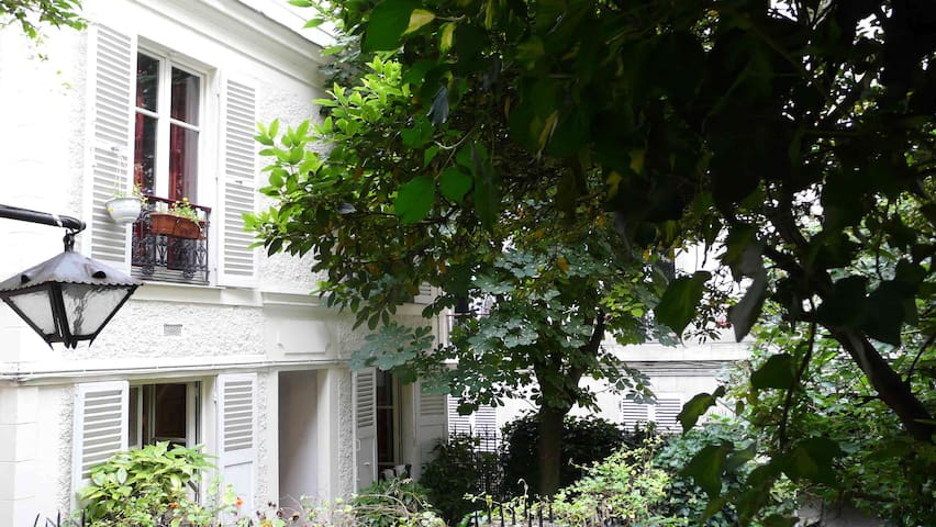 House with garden in Montmartre!