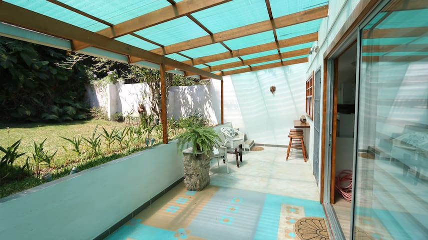 Chill and relaxed house with terrace and gardens