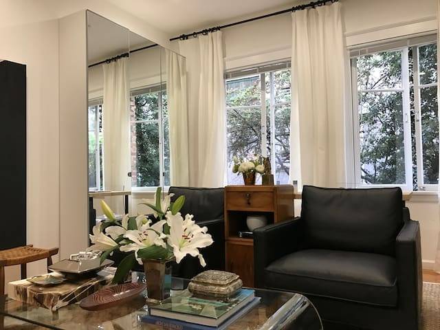 Clean/Renovated Apt Across from the Lake! - Oakland - Apartment