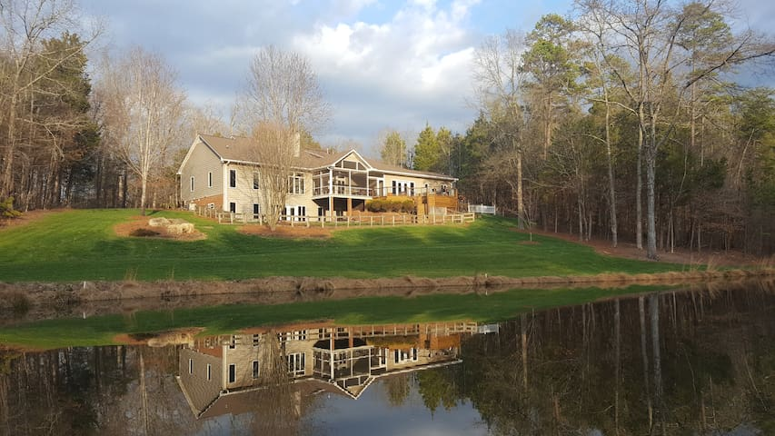Private home on 10 acres with pond! - Mocksville - Dom