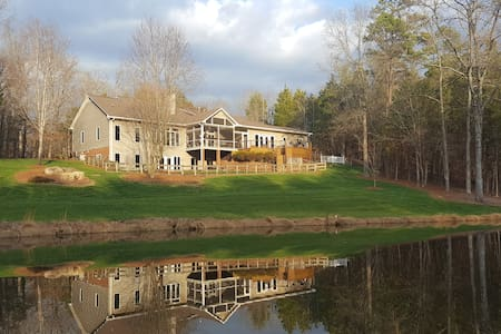 Private home on 10 acres with pond! - Mocksville - Ev