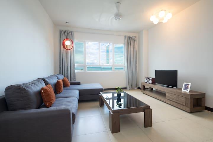 3 Rooms Low Density Seaview Condo