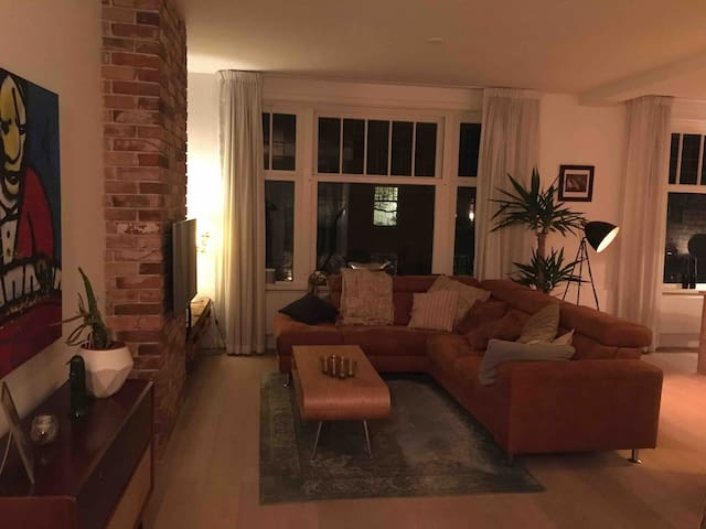 Spacious renovated apartment (100m2) in Blijdorp