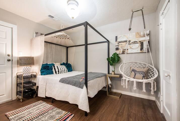 Cozy queen canopy bed