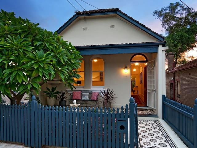 Beautifully Appointed 3 Bedroom Home - Leichhardt - Haus