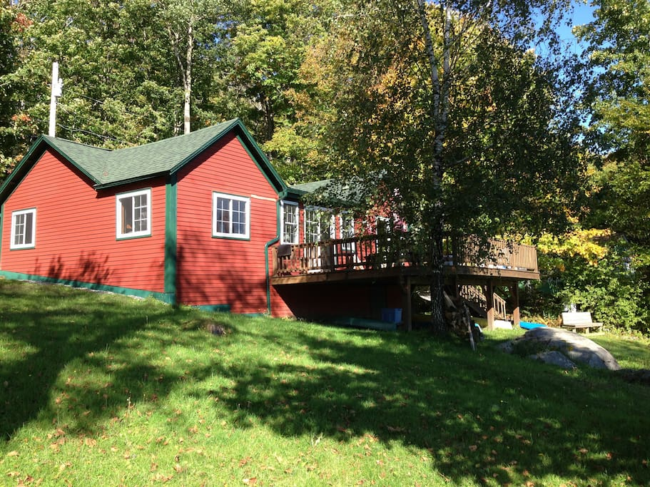 Side view of the cottage. See the large deck to the front right?