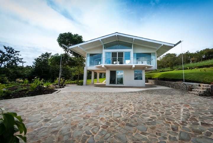 Beautiful Lake Arenal View House