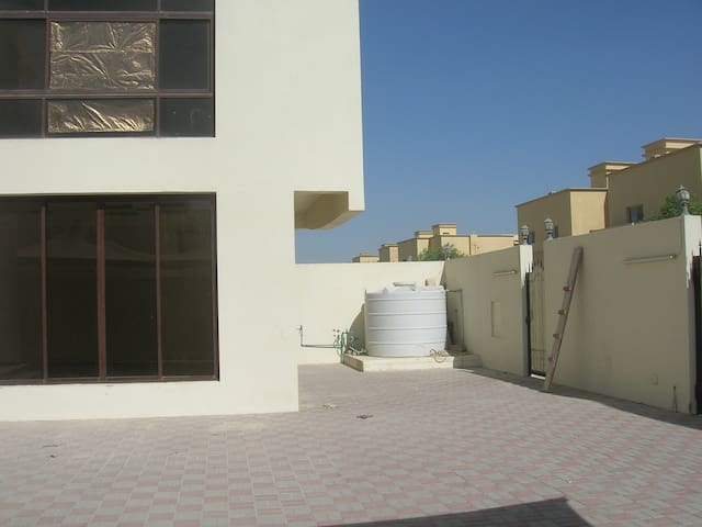 多哈独立VILLA 内有房屋出租 doha room for rent near Villaggio