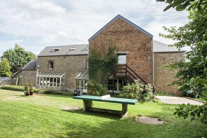 Atractiva casa de vacaciones cerca de Durbuy con piscina