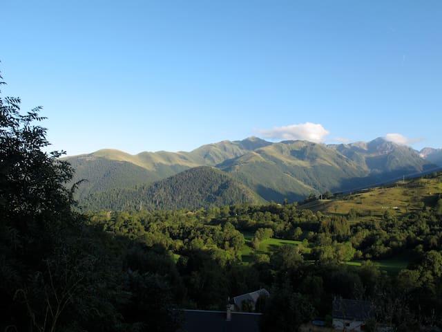Chalet de montagne avec panorama - Poubeau - House