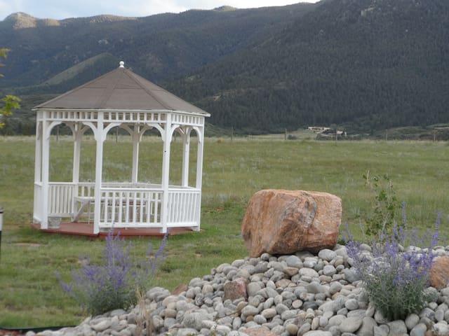 Comfort and stunning views by USAFA - Colorado Springs - Ev