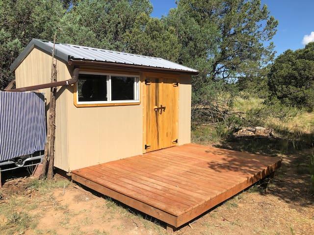 Blue Desert Hale - Gardener's Cottage