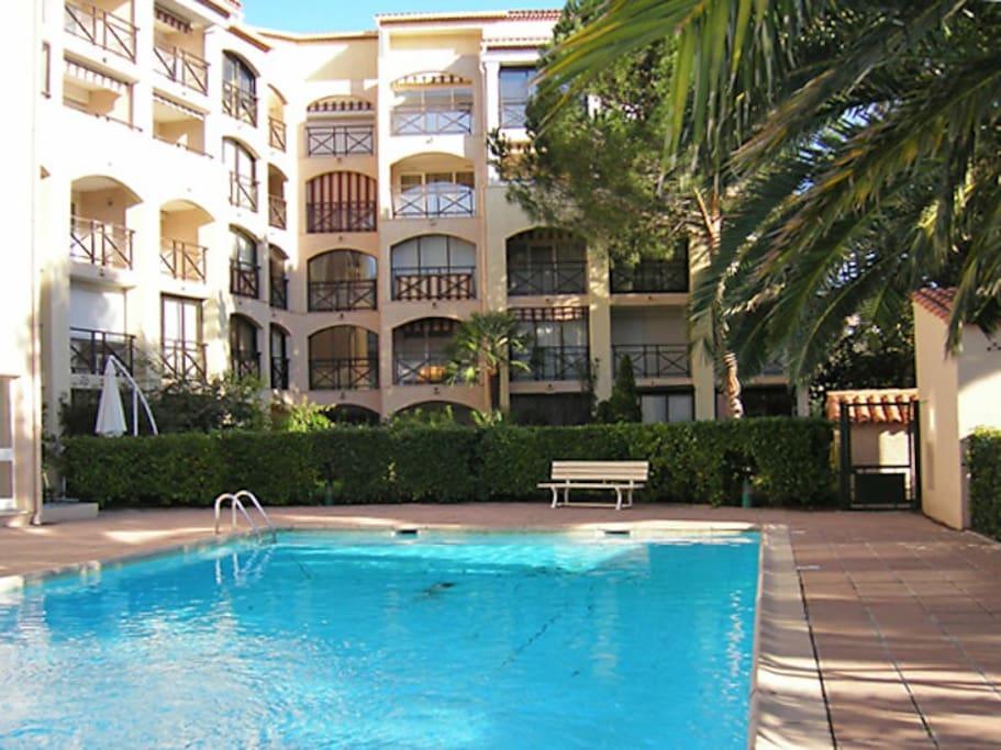 Ste maxime centre ville 2 pi ces piscine appartements for Piscine 2 alpes