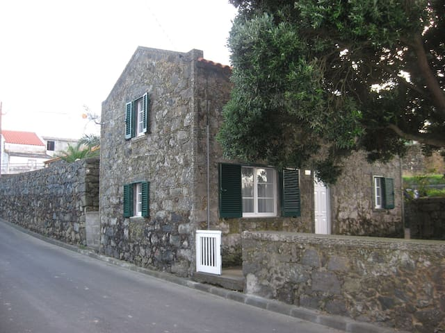 Charming Stone House - Sao Miguel - Casa