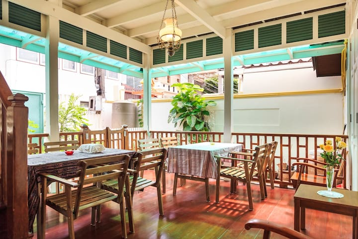 BaanTulsi 3 an authentic Thai teak house on Sathon - Bangkok - Rumah