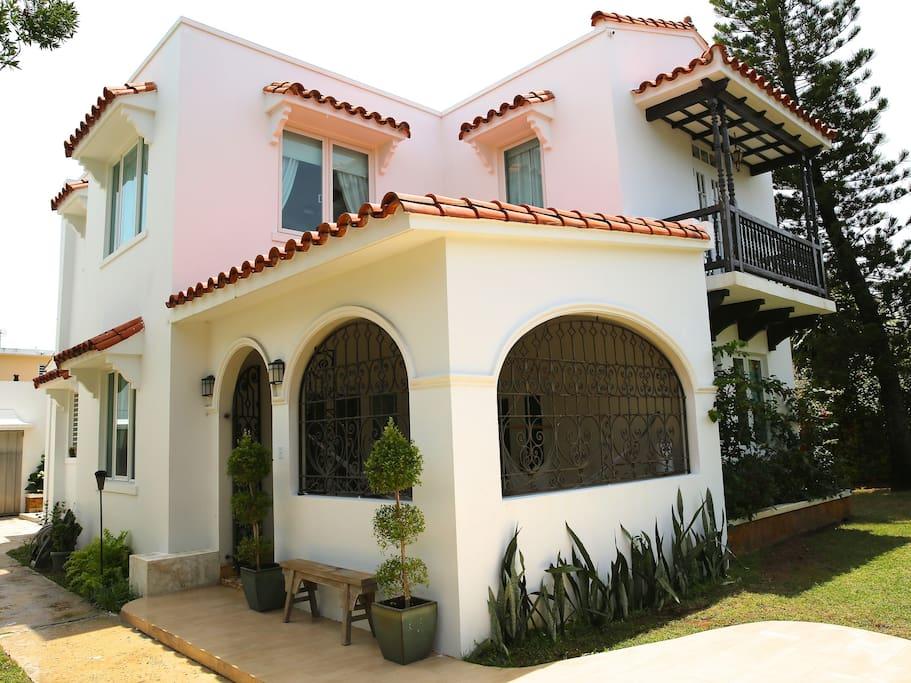 Elegant House just steps from the best beach of San Juan!