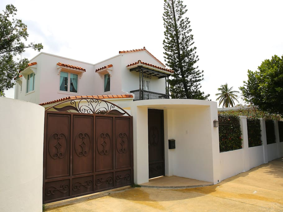 House Main Entrance, automatic gate