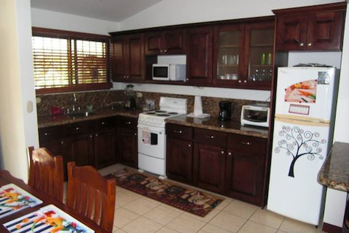 fully equipped spacious, granite kitchen