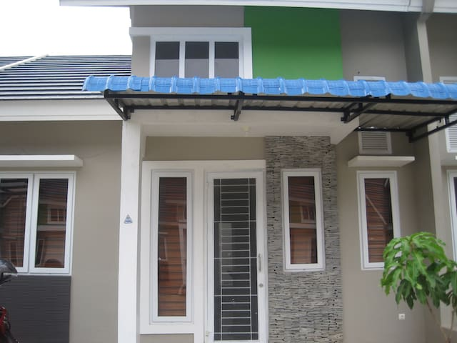 A suitable house for you - Medan - Hus
