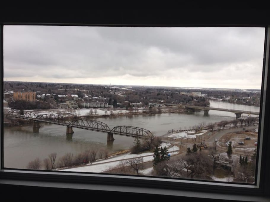 Panoramic views of the river and downtown from the 21st floor!!