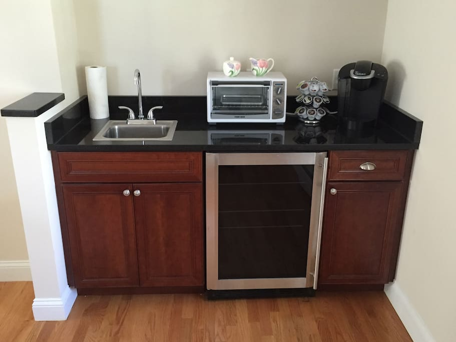 Kitchenette (with coffee machine).